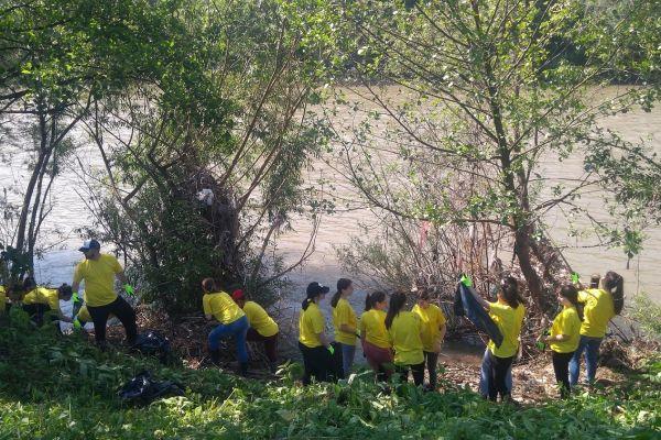 """""""Rad nas spaja"""": Mladi Žepča zajedno čistili rijeku Bosnu i sadili ljekovito bilje"""