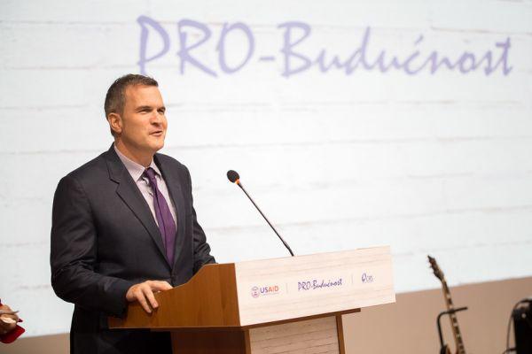 Večernjakov pečat: Šef misije USAID-a u BiH, Peter Duffy, proglašen lobistom godine za BiH