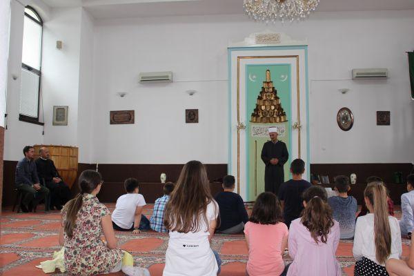 Banja Luka: Osnovnoškolci zajedno posjetili crkvu i džamiju u naselju Vrbanja